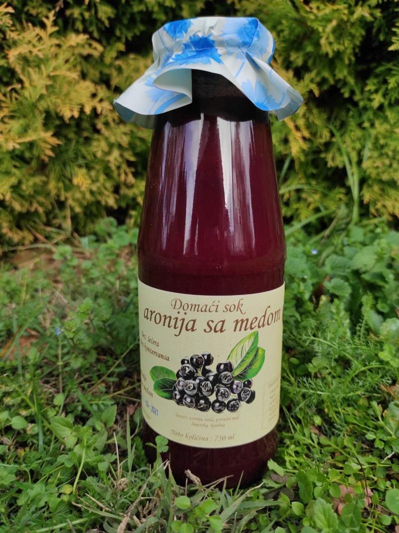 Prirodni sok od aronije sa medom